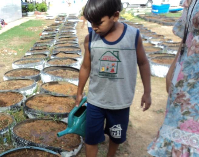 Atividades de Horta Agroecológica. Fundação Lar Feliz. Juazeiro-BA. 03/04/2019.