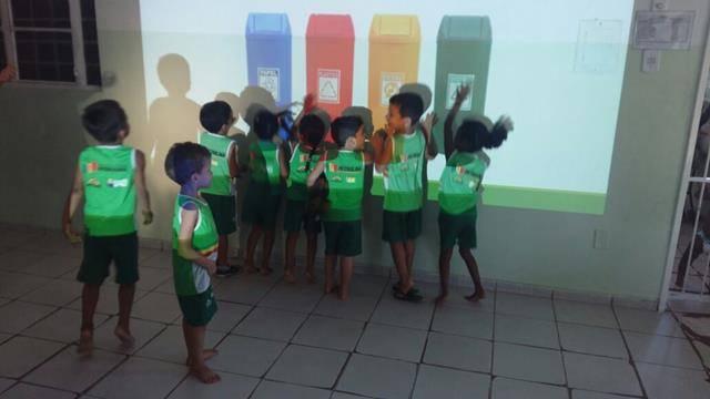 Compostagem. Unidade de Acolhimento à Criança Marcelo Brito. Petrolina-PE. 12-05-2016