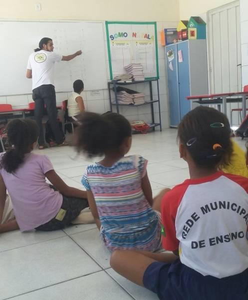 Atividade de Matemática Ambiental na Escola Municipal Carlos Costa e Silva, em Juazeiro.