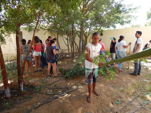 Mutirão pela limpeza da Escola Rui Barbosa. Juazeiro-BA. 09-04-2016