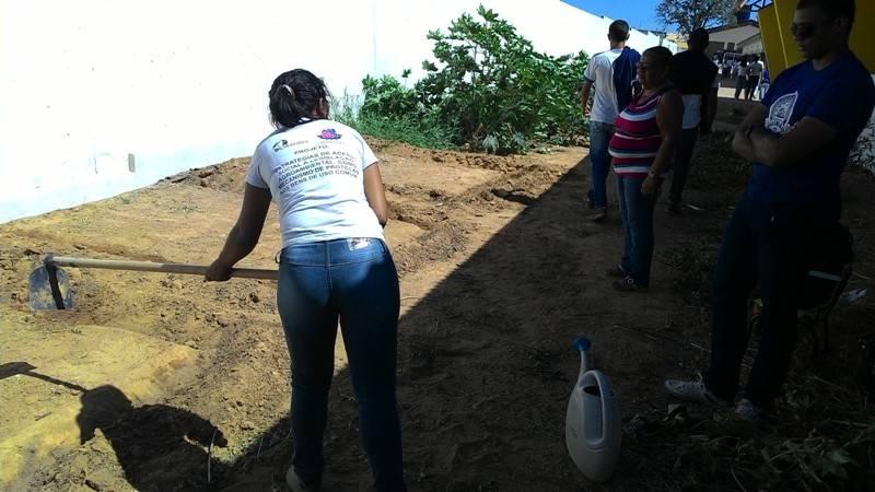 Atividade de preparação para implantação da horta sustentável - Escola Marechal Antônio Alves Filho (EMAAF) - Petrolina-PE - 11.11.15