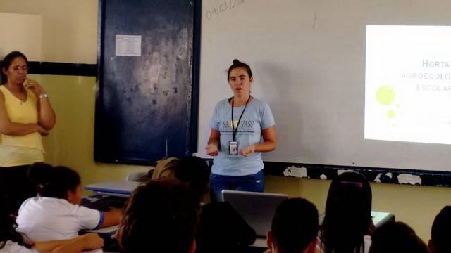 Atividade de hortas agroecológicas - Escola Pacífico da Luz - Petrolina-PE - 04.03.16