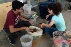 Estudantes desenvolvem blocos sustentáveis para horta escolar