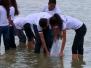 Estudantes e professores participam da soltura de 37 mil alevinos no leito do Velho Chico