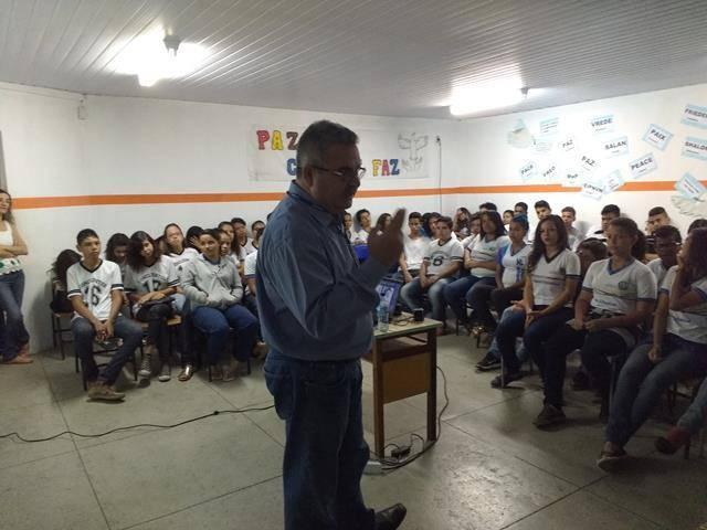 Meio Ambiente, poluição e higiene ambiental. Escola Moyses Barbosa. Petrolina-PE. 14-06-2016 (1)