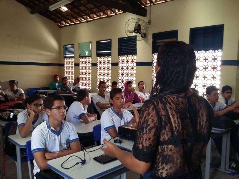 Atividade de horta ambiental - Escola Estadual Adelina Almeida - Petrolina-PE - 12.08.15