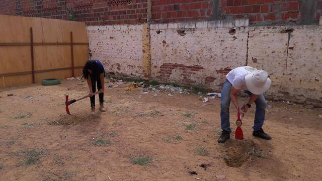 Atividades de Horta Escolar Agroecológica. Escola 24 de Fevereiro. Sobradinho-BA. 19-08-2016