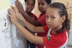 Instituições de ensino recebem adesivos do PEV