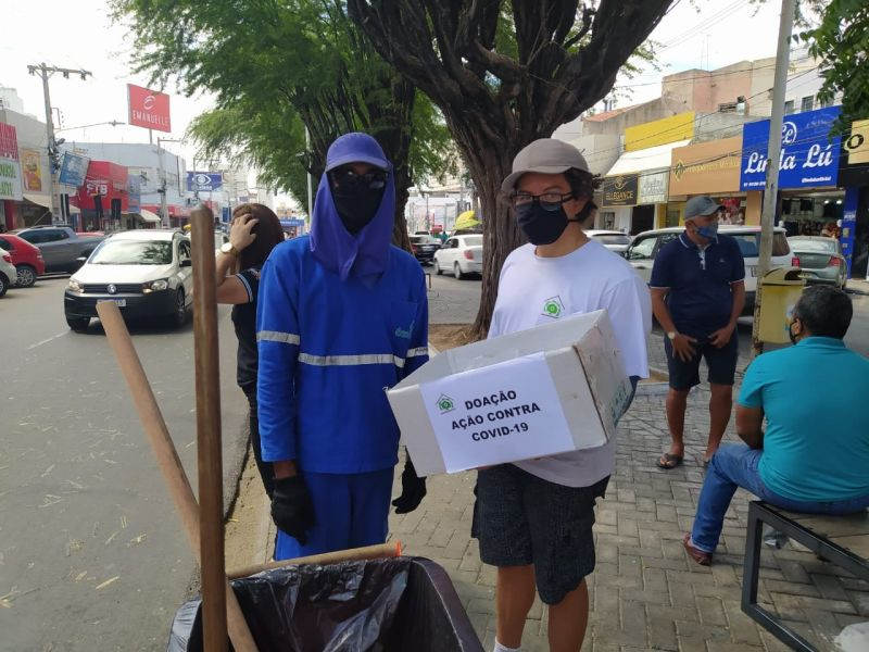 Doação de máscaras de tecido para protenção contra a COVID-19. Juazeiro (BA). Dezembro de 2020.