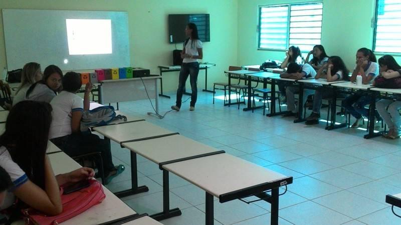 Atividade sobre coleta seletiva -  Escola Marechal Antônio Alves Filho (EMAAF) - Petrolina-PE - 03.11.15