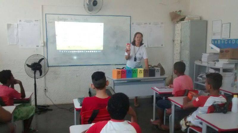 Atividade sobre coleta seletiva - Escola Municipal Ludgero Souza Costa - Juazeiro-BA - 28.10.15