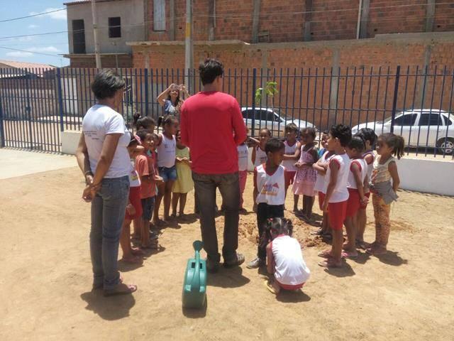 Atividades de Arborização. Escola Maria Hozana Nunes. Juazeiro-BA. 28-09-2016