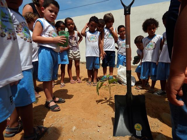 Atividades de Arborização. Escola Manoel Marque de Sousa. Juazeiro-BA. 30-09-2016
