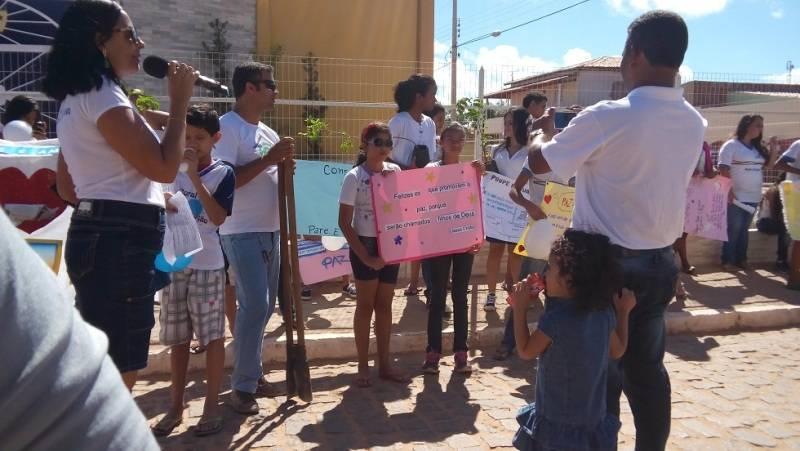 Arborização e passeata - Escola Pe. Luiz Cassiano - Petrolina-PE - 01.08.15