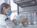 Produção de álcool 70% para o combate à pandemia. Laboratório Farmacotécnico da Univasf. Petrolina-PE. Dezembro de 2020.