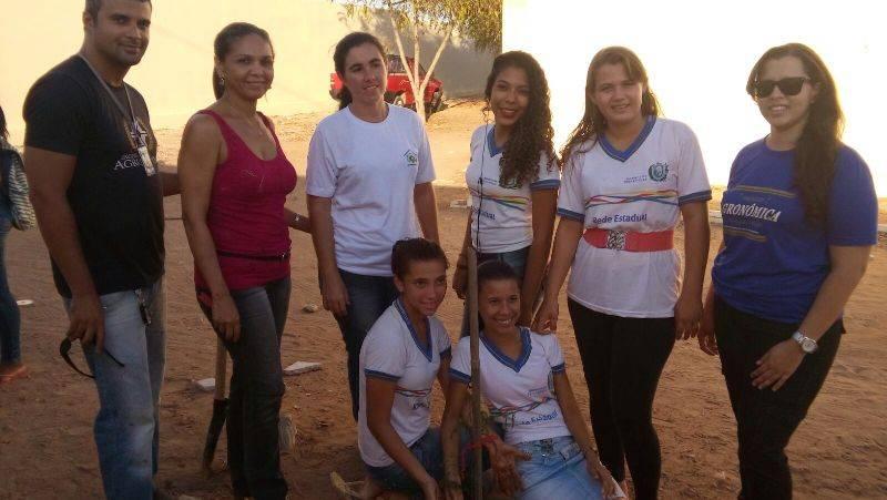 Atividade de arborização - Escola Edison Nolasco - Petrolina-PE - 25.11.15