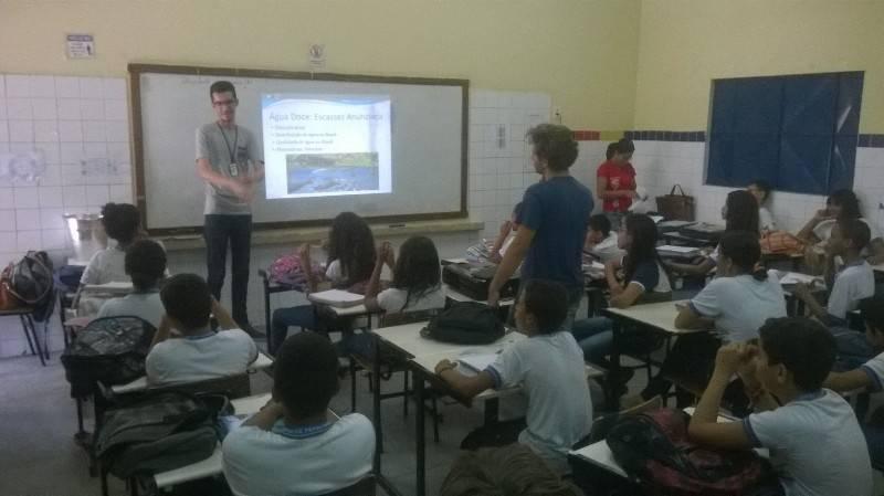 Atividade sobre escassez dos recursos hídricos - Escola Professor Simão Amorim Durando - Petrolina-PE - 25.09.15