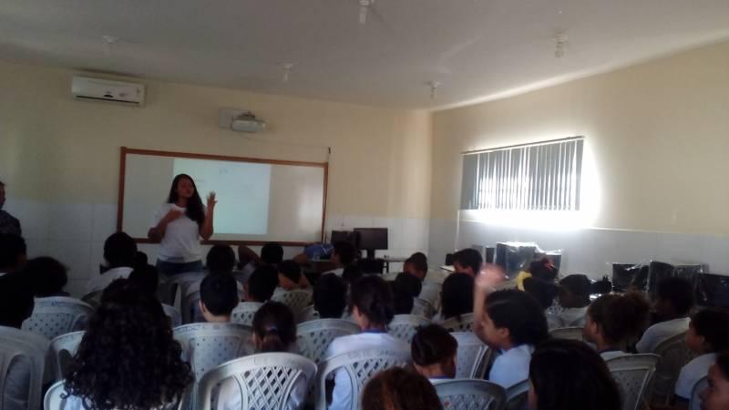 Reciclagem foi tema de atividade com 70 crianças da Escola Prof. Maria Odete Sampaio. Ação foi no dia 1.06.