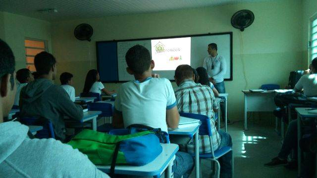 Atividade sobre agrotóxicos - Escola EMMAF - Petrolina-PE - 23.02.16