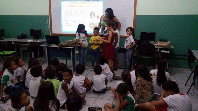 Saúde Ambiental - Alimentação saudável. Escola Elite Araújo de Souza. Petrolina-PE. 08-06-2016