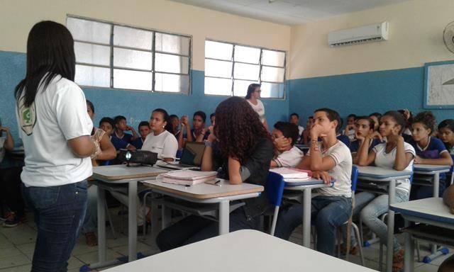 Saúde Ambiental. Plantas medicinais. Colégio Rotary Clube. Juazeiro-BA. 06-04-2016.