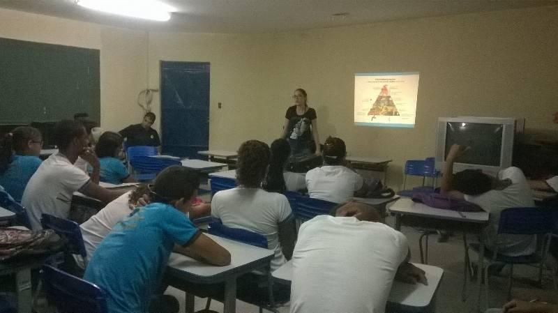 Atividade sobre alimentacão saudável - Escola João Batista dos Santos- Petrolina-PE - 18.11.15