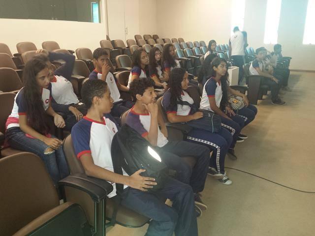 Visita tecnica ao Cemafauna. Escola Modelo Luis Eduardo Magalhaes. Juazeiro-BA. 14-04-2016 (3)