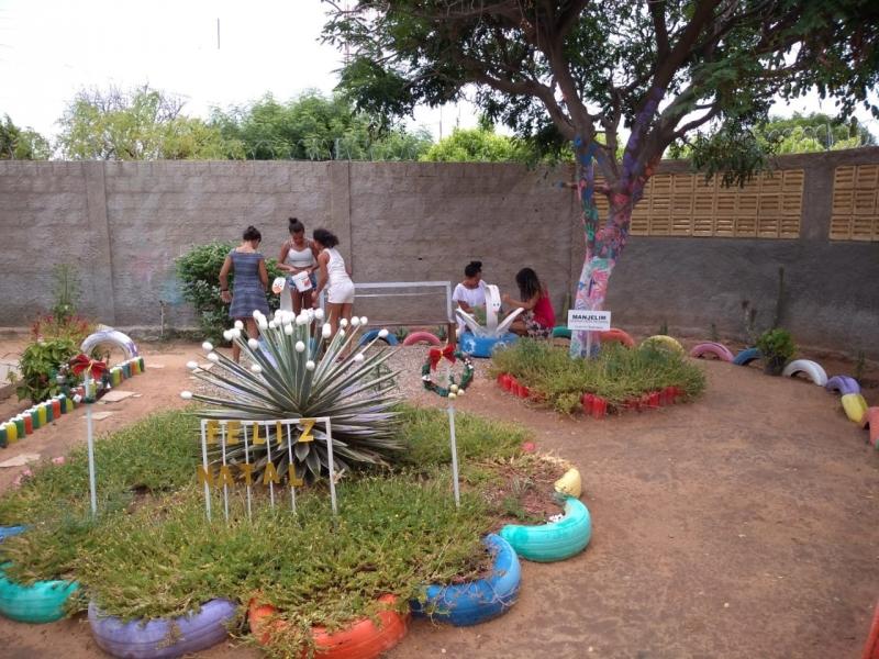 Atividade de horta na no Centro Paroquial do Bairro João de Deus