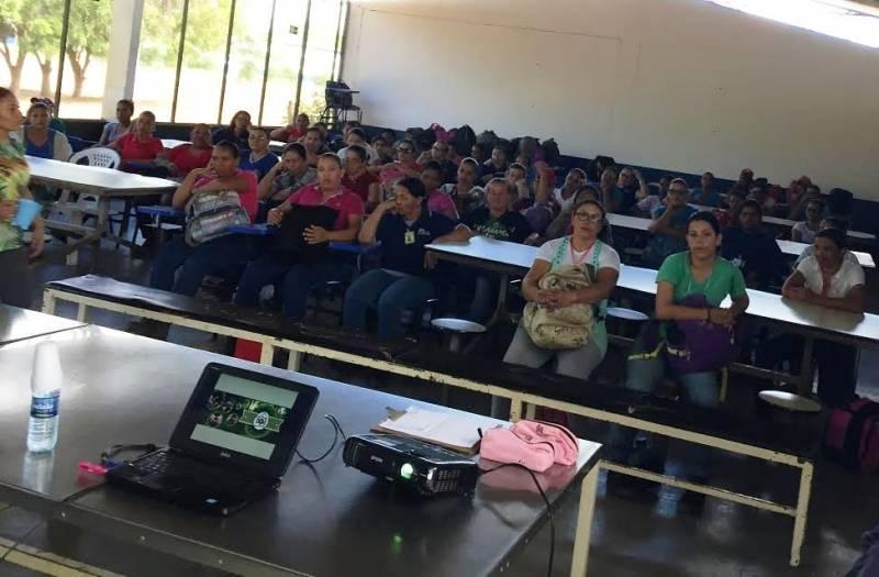 Atividades de Coleta Seletiva. Trabalhadores rurais da Fazendo Labrunier. Petrolina-PE. 27/06/2017.