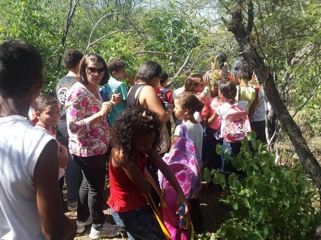 Atividade de visita aos laboratórios da Embrapa e trilha pela Caatinga – Escola Luis Cursino – Petrolina-PE – 11.03.16  (