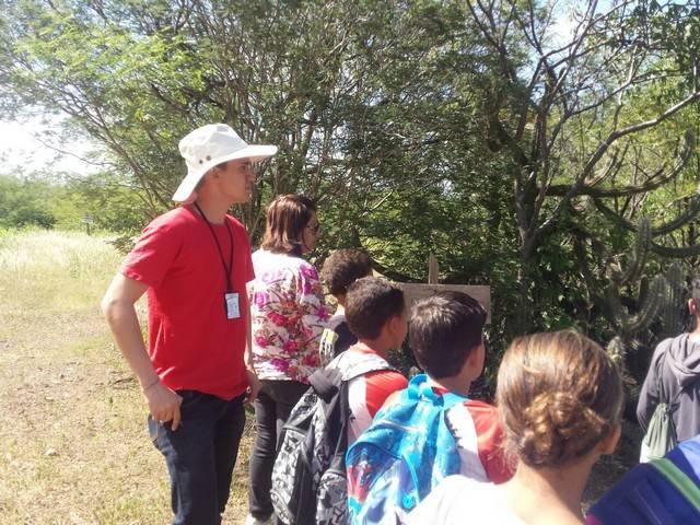 Atividade de visita aos laboratórios da Embrapa e trilha pela Caatinga – Escola Luis Cursino – Petrolina-PE – 11.03.16  ( (3)