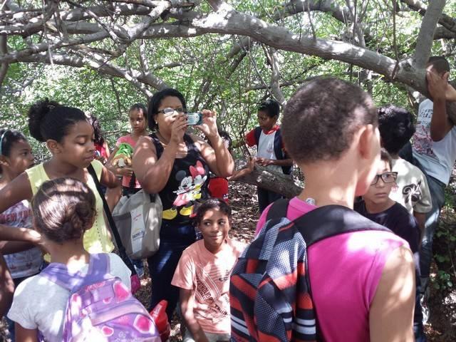 Atividade de visita aos laboratórios da Embrapa e trilha pela Caatinga – Escola Luis Cursino – Petrolina-PE – 11.03.16  ( (7)