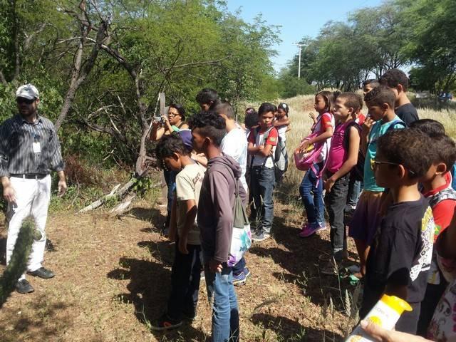 Atividade de visita aos laboratórios da Embrapa e trilha pela Caatinga – Escola Luis Cursino – Petrolina-PE – 11.03.16 ( (2)