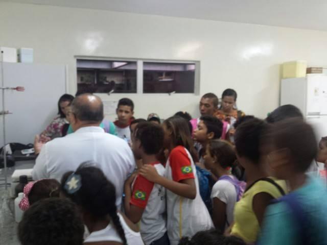 Atividade de visita aos laboratórios da Embrapa e trilha pela Caatinga – Escola Luis Cursino – Petrolina-PE – 11.03.16  ( (6)