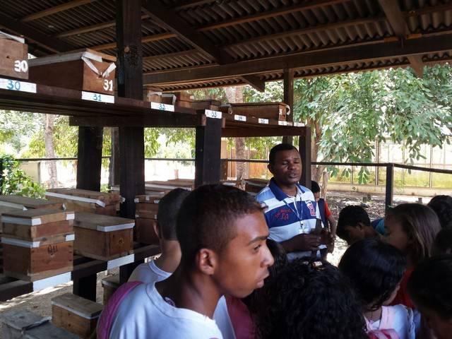 Atividade de visita aos laboratórios da Embrapa e trilha pela Caatinga – Escola Luis Cursino – Petrolina-PE – 11.03.16  ( (8)