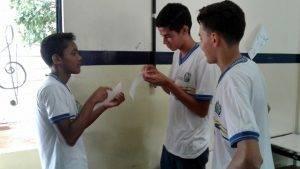 Adesivagem do PEV. Escola Pacífico da Luz. Petrolina-PE. 09/12/2016.